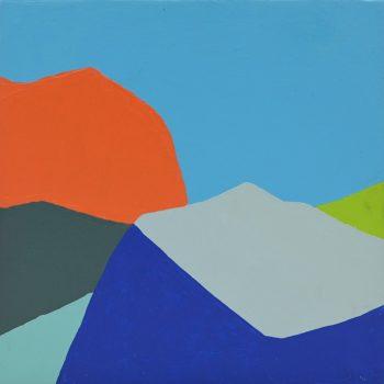 Peinture acrylique réalisée au couteau représentant un paysage onirique en format carré 20 centimètres par 20 centimètres sur carton entoilé. Un poème pictural où les formes et les couleurs remplacent les mots. Ce tableau est composé d'une dominante de couleurs froides, une masse en aplat de couleurs orange vif en haut à gauche contraste avec le bleu du ciel et réveille le tableau. On peut s'imaginer un paysage composé de différentes montagnes et de petites collines de différentes formes dans un ensemble de gris foncé, bleu ciel, bleu foncé et gris clair.