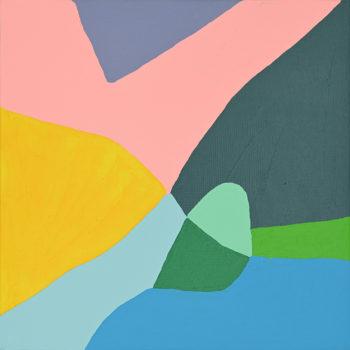 Peinture acrylique réalisée au couteau représentant un paysage onirique de format carré 20 centimètres par 20 centimètres sur carton entoilé. Un poème pictural où les formes et les couleurs remplacent les mots. La composition de ce tableau pourrait se lire en 2 parties, divisant le tableau dans sa diagonale. Sur cette diagonale gauche qui part de bas en haut, des tons chauds. Un aplat jaune d'or suggérant une montagne surplombé d'un morceau de ciel rose corail avec un nuage gris violet en forme de triangle. Dans la deuxième partie du tableau, dans les tons plutôt froids, on distingue une autre montagne qui vient se perdre dans le haut du tableau. Composée de différentes nuances de bleu et de vert, des formes diverses suggérant des rivières, des champs, des collines.