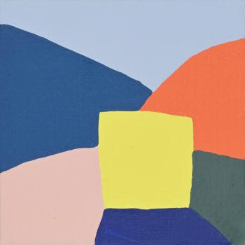 Peinture acrylique réalisée au couteau représentant un paysage onirique en format carré 10 centimètres par 10 centimètres sur carton entoilé. Un poème pictural où les formes et les couleurs remplacent les mots. Ce tableau suggère un paysage de montagne. En arrière-plan, un ciel bleu pâle et deux montagnes, l'une bleu foncé sur la gauche et l'autre orange sur la droite. Au premier plan se distinguent des collines rose pâle, bleu marine et gris. Et au centre de la peinture, un carré jaune.