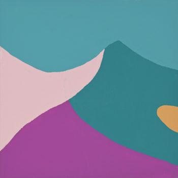 Peinture acrylique réalisée au couteau représentant un paysage onirique en format carré 15 centimètres par 15 centimètres sur carton entoilé. Un poème pictural où les formes et les couleurs remplacent les mots. Sur ce tableau on peut distinguer en arrière-plan un ciel turquoise et en premier plan une montagne composée de 3 couleurs comme pour distinguer 2 versants. À gauche du mauve compose le premier versant de cette montagne et à droite une double composition, en bas du violet qui remonte en pointe jusqu'à la moitié du tableau et un aplat bleu vert qui remonte jusqu'au sommet. Sur le flanc de doite dans cet aplat bleu vert, on trouve une petite pointe de couleur caramel de forme arrondie.